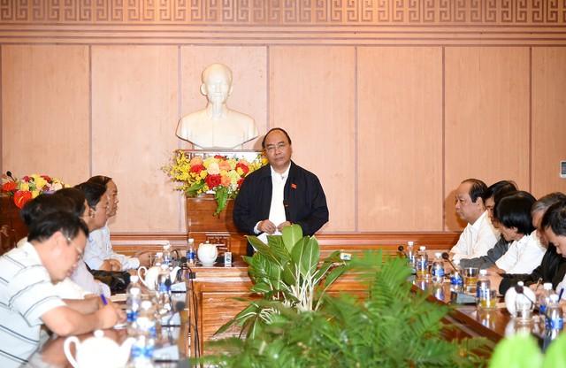 Thủ tướng Nguyễn Xuân Phúc làm việc nhanh với lãnh đạo Hội An, Quảng Nam. Ảnh VGP/Quang Hiếu