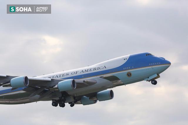 Chuyên cơ Air Force One của tổng thống Mỹ Donald Trump cất cánh