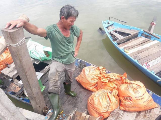 Nông dân lâm vào cảnh nợ nần do cá chết hàng loạt không rõ nguyên nhân