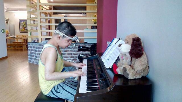 Bé Bôm hiện học trung cấp Piano Jazz 7 năm tại Học viện âm nhạc. Ảnh: NVCC