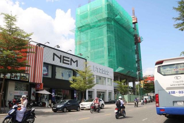 Dãy nhà số 57 Lê Duẩn đang được kinh doanh, xây khách sạn cao tầng là địa điểm đắc địa nằm ở Trung tâm TP Đà Nẵng.