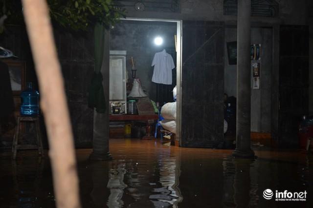 Hà Nội: Nước ngập lút nhà, dân trắng đêm sơ tán tài sản - Ảnh 5.