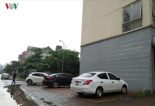 Theo thống kê của Sở GT- VT Hà Nội, trên địa bàn TP có hơn 500.000 ô tô. Các bãi đỗ xe hiện nay mới chỉ đáp ứng được từ 10 đến 15% nhu cầu của người dân.