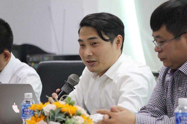 Ông Châu Việt Bắc – Phó Tổng thư ký, PGĐ chi nhánh Trung tâm Trọng tài Quốc tế Việt Nam chi nhánh tại TP.HCM trao đổi tại tọa đàm. Ảnh: HOÀNG GIANG