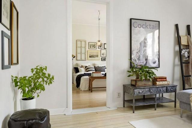 Từ phòng khách nhìn vào là không gian nghỉ ngơi riêng tư của chủ nhà.
