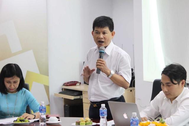 Ông Nguyễn Hoàng Dũng – Giám đốc Nghiên cứu và Phát triển, Viện Kinh tế và Quản lý TP.HCM trao đổi tại tọa đàm. Ảnh: HOÀNG GIANG