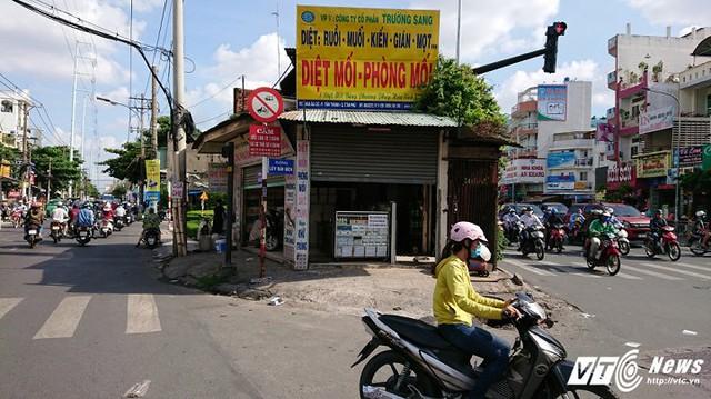 Theo UBND quận Tân Phú, hiện đơn vị đã làm việc có chủ nhà, chờ giá của đô thị để thỏa thuận di dời căn nhà.