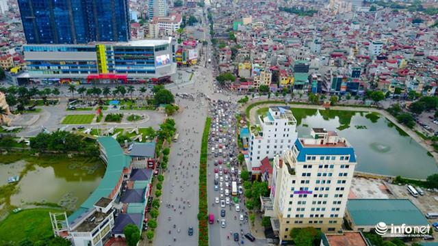 Nút giao ngã tư Tôn Thất Tùng - Trường Chinh - Lê Trọng Tấn nhìn từ trên cao.