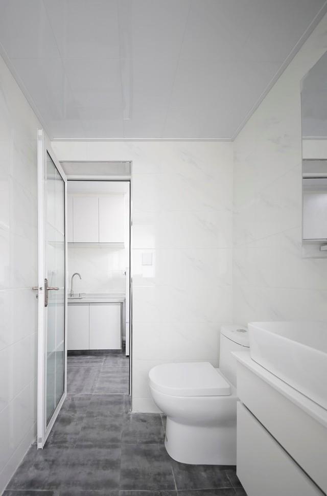 Với tổng diện tích hạn chế nhưng khu bếp ăn và vệ sinh lại được bố trí gọn gàng và kín đáo ở 1 không gian tách biệt hoàn toàn có phòng khách và góc nghỉ ngơi.