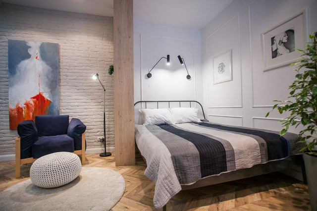 Không gian phòng ngủ được bố trí ngay góc tường trong cùng của căn hộ với thiết kế đơn giản đúng tính chất thư giãn, nghỉ ngơi.