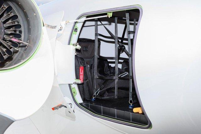 Một trong những điểm độc đáo của HondaJet chính là việc nó chỉ cần có một phi công để vận hành. HondaJet có thể đạt tới độ cao hơn 1000m chỉ sau 1 phút.