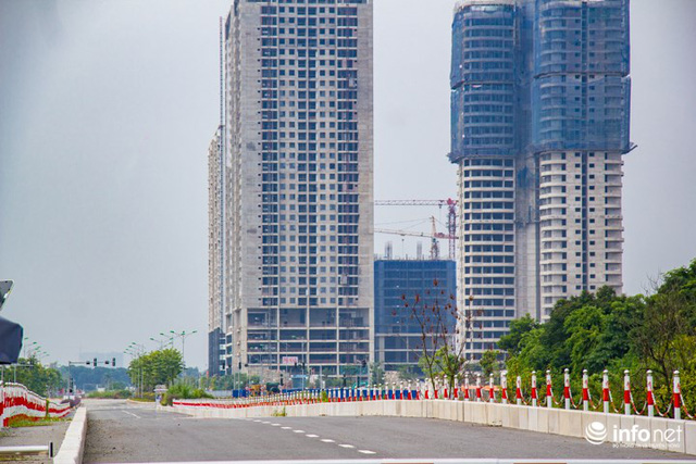 Trước đó, việc kết nối hạ tầng khu Ngoại giao đoàn với đường 60m nối 2 đường Phạm Văn Đồng và Võ Chí Công lại đang gây nhiều bức xúc, khó khăn cho hàng nghìn cư dân khu Ngoại giao đoàn trong việc đi lại. Tuyến đường tuy đã cơ bản hoàn thành nhưng chưa được đưa vào sử dụng.