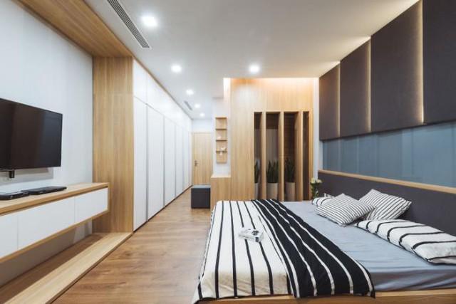 Phòng ngủ lớn rộng dành cho bố mẹ với đầy đủ tiện nghi.
