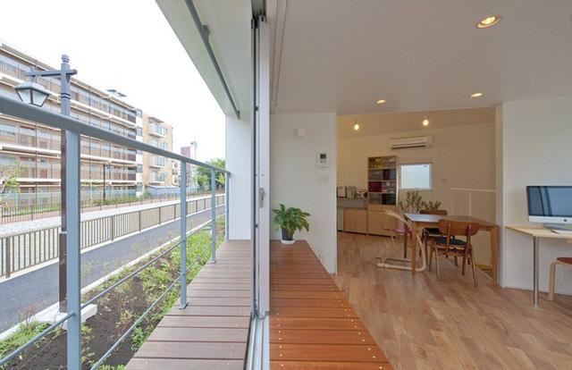 Trong những ngôi nhà của người Nhật, họ thường ưu tiên những gam màu đơn sắc, tươi sáng và đơn giản. Các không gian hẹp đều được mở rộng tối đa nhờ kết hợp màu sắc trung tính với sắc độ nhạt, hay những gam màu gốc tự nhiên với độ tươi sáng vừa đủ.