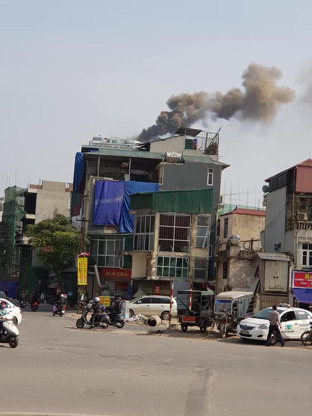 Cột khói bốc cao nghi ngút (Ảnh FB người dân).