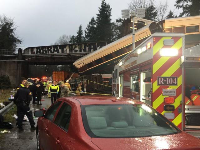 Hiện tại, chưa thể xác định 3 người thiệt mạng là hành khách hay nhân viên trên tàu. Tuy nhiên, ông Bova cảnh báo con số thương vong có thể tăng lên bởi rất nhiều người bị thương nặng đang được cấp cứu trong bệnh viện.