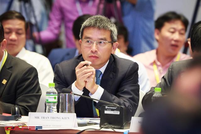 Diễn đàn kinh tế tư nhân Việt Nam lần 2 có sự góp mặt của ông Trần Trọng Kiên, Chủ tịch Tập đoàn Thiên Minh. Doanh nhân này ít xuất hiện trong các hội nghị gặp mặt với Chính phủ nhưng lần này tham gia với tư cách là thành viên của khu vực tư nhân đối thoại với Chính phủ trong lĩnh vực Du lịch.