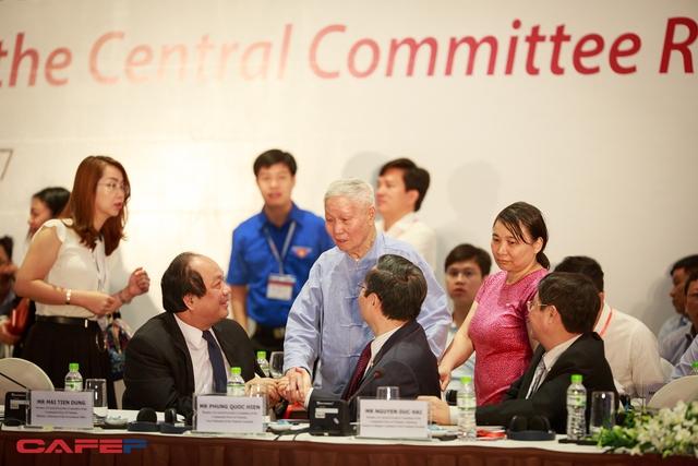 Sáng nay, không ít đại biểu tham dự Diễn đàn kinh tế tư nhân Việt Nam lần thứ 2 khá ngỡ ngàng khi nhìn thấy sự xuất hiện của Giáo sư Đào Nguyên Cát, Tổng biên tập Thời báo kinh tế Việt Nam.