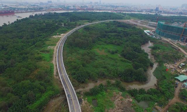 Tuyến đường R4 chạy quanh Thủ Thiêm đã cơ bản hoàn thiện, chuẩn bị thông xe.