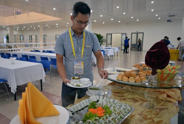 Theo ông Hùng, lượng phóng viên có mặt tại Trung tâm Báo chí dự kiến ngày càng đông, đặc biệt là những ngày diễn ra Hội nghị Thượng đỉnh APEC nên phía IMC đã có phương án chuẩn bị sẵn để đảm bảo phục vụ tốt nhất.