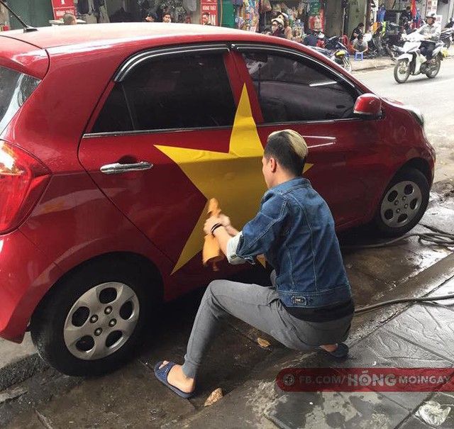 Một không khí rất khác trước ngày diễn ra trận chung kết U23 Châu Á: Màu cờ sắc áo đã tràn ngập khắp phố phường! - Ảnh 13.