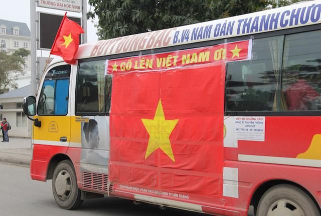 Muôn kiểu trang điểm xe hơi và người trước trận đấu lịch sử của U23 Việt Nam - Ảnh 17.