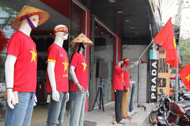 Muôn kiểu trang điểm xe hơi và người trước trận đấu lịch sử của U23 Việt Nam - Ảnh 25.