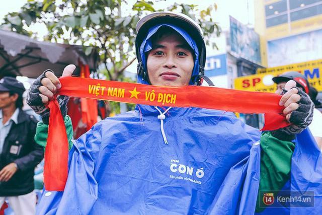 Một không khí rất khác trước ngày diễn ra trận chung kết U23 Châu Á: Màu cờ sắc áo đã tràn ngập khắp phố phường! - Ảnh 7.