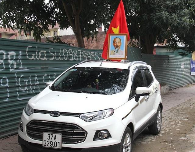 Muôn kiểu trang điểm xe hơi và người trước trận đấu lịch sử của U23 Việt Nam - Ảnh 11.