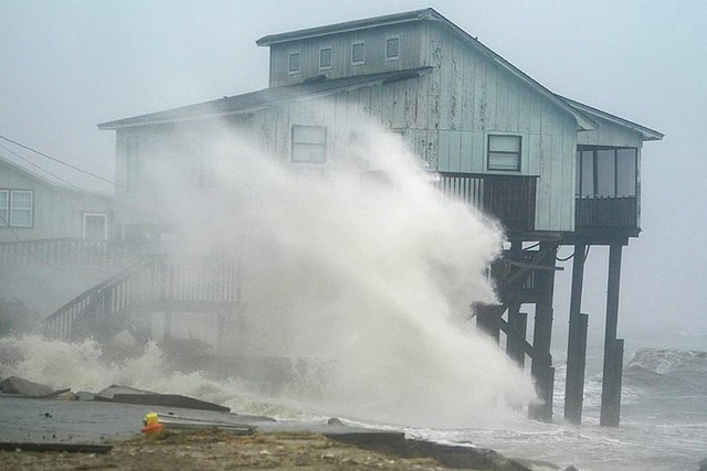 Siêu bão Michael đổ bộ vào Mỹ và Panama có sức tàn phá khủng khiếp - Ảnh 15.