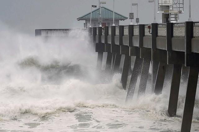 Siêu bão Michael đổ bộ vào Mỹ và Panama có sức tàn phá khủng khiếp - Ảnh 18.