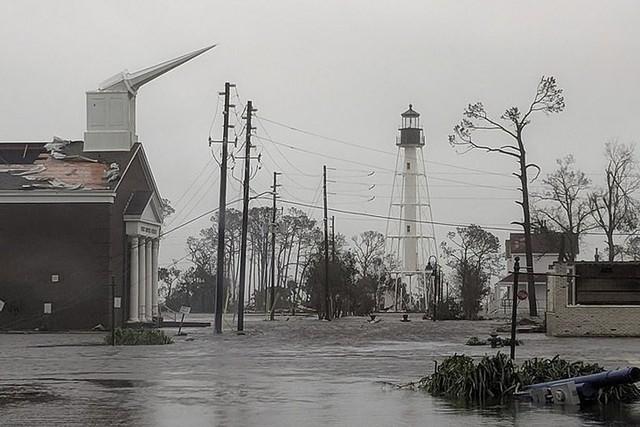 Siêu bão Michael đổ bộ vào Mỹ và Panama có sức tàn phá khủng khiếp - Ảnh 3.