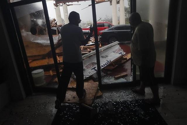 Siêu bão Michael đổ bộ vào Mỹ và Panama có sức tàn phá khủng khiếp - Ảnh 7.