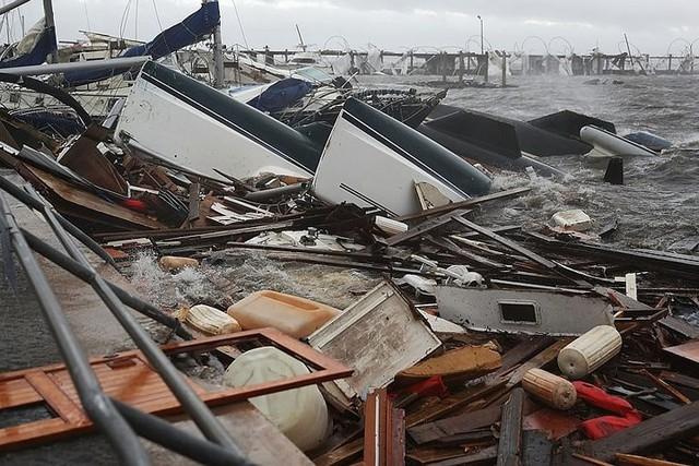 Siêu bão Michael đổ bộ vào Mỹ và Panama có sức tàn phá khủng khiếp - Ảnh 9.