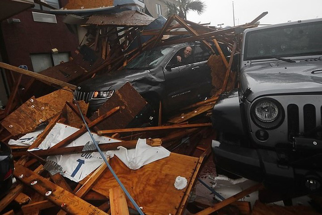 Siêu bão Michael đổ bộ vào Mỹ và Panama có sức tàn phá khủng khiếp - Ảnh 10.