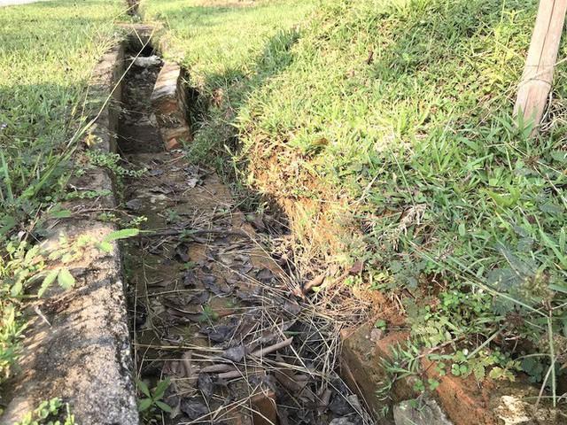 Cảnh hư hỏng, nhếch nhác khó tin ở Khu di tích Truông Bồn hơn 300 tỷ - Ảnh 14.