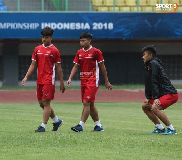 Không được tập trên sân chính, U19 Việt Nam phải tập luyện trong đường hầm trước trận mở màn giải U19 châu Á - Ảnh 1.