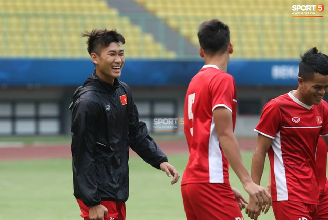 Không được tập trên sân chính, U19 Việt Nam phải tập luyện trong đường hầm trước trận mở màn giải U19 châu Á - Ảnh 3.
