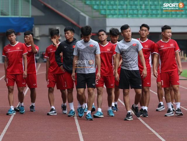 Không được tập trên sân chính, U19 Việt Nam phải tập luyện trong đường hầm trước trận mở màn giải U19 châu Á - Ảnh 7.
