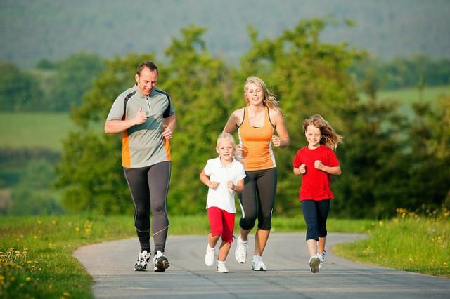 6 hoạt động đơn giản giúp phát triển não bộ ở trẻ, là phụ huynh nhất định phải thực hiện để cho con thông minh, nhanh nhẹn  - Ảnh 4.