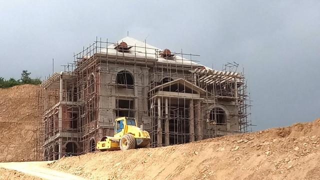 Cận cảnh villa khủng xây trái phép của Công ty xi măng Công Thanh - Ảnh 1.