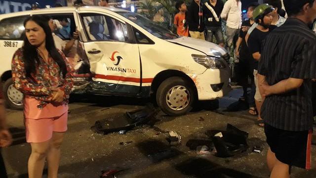 Nhân chứng vụ ô tô BMW tông hàng loạt xe: Tôi đang chờ đèn đỏ thì bị hất tung lên trời - Ảnh 3.