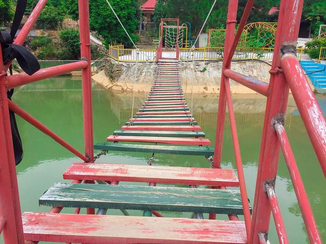Bên trong khu sinh thái khủng ở Sóc Sơn chính quyền xem là nhà tạm - Ảnh 5.