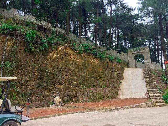 Bên trong khu sinh thái khủng ở Sóc Sơn chính quyền xem là nhà tạm - Ảnh 6.