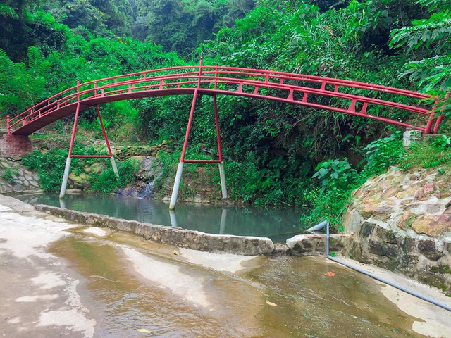 Bên trong khu sinh thái khủng ở Sóc Sơn chính quyền xem là nhà tạm - Ảnh 7.