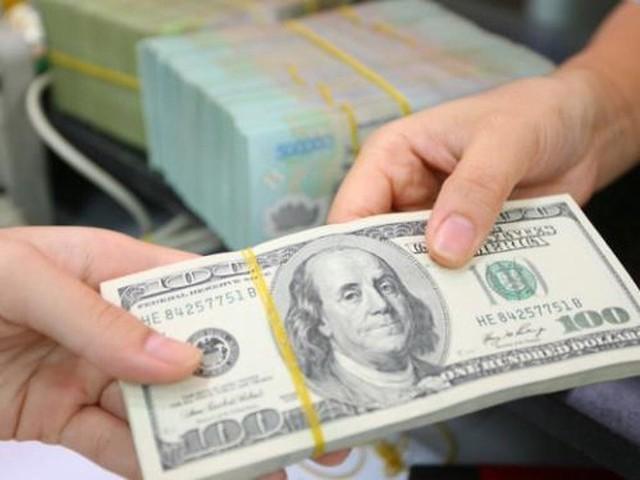 Xử phạt 90 triệu đồng vì đổi 100 USD ở tiệm vàng có đúng luật? - Ảnh 1.