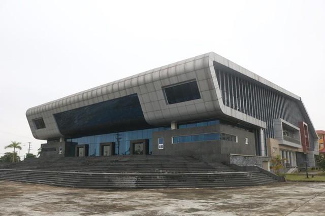 Cận cảnh nội khu nhà hát 117 tỉ đồng đắp chiếu ở Hà Nội - Ảnh 3.