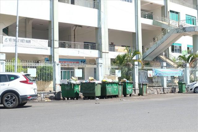 Sân vận động Chi Lăng hoang tàn sau gần 8 năm bán cho doanh nghiệp - Ảnh 9.