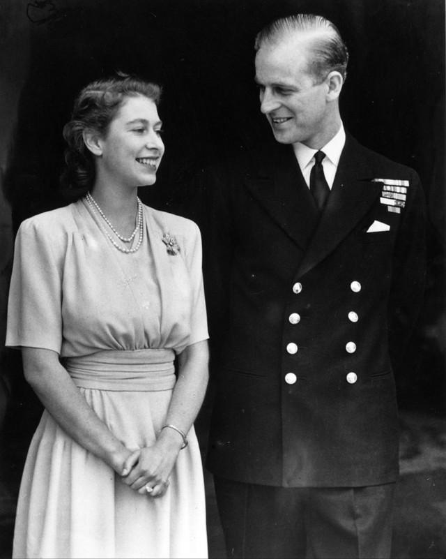 Cuộc hôn nhân đẹp như cổ tích của Nữ hoàng Anh Elizabeth và Hoàng tế Philip - Ảnh 4.