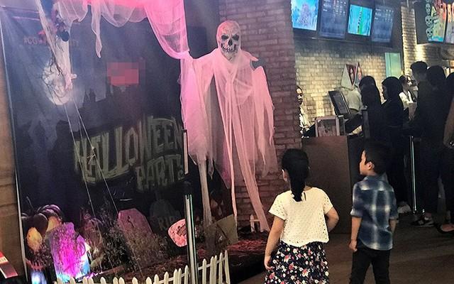"""Phố Hàng Mã tràn ngập đồ chơi """"ma quỷ"""" rùng rợn trước lễ Halloween - Ảnh 18."""